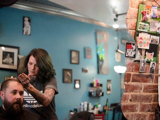 Jen Powell , Seville Salon manager, gives a haircut