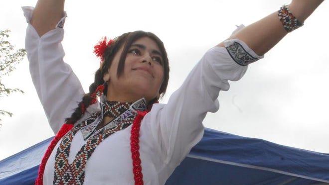 Rukhshona Mavlonazarova from Tajikistan dancing.