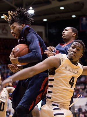 Oakland University's Jalen Hayes (4/F) looks over his shoulder to see University of Detroit Mercy's Chris Jenkins (0/G) secure the rebound during the University of Detroit Mercy vs. Oakland University men's basketball game at Calihan Hall on Saturday, Jan. 16, 2015 at the University of Detroit Mercy in Detroit. Oakland University bested the University of Detroit Mercy 86-82. Tim Galloway/Special to DFP