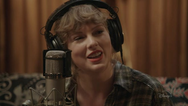 """Taylor Swift in """"Folklore: The Long Pond Studio Sessions"""""""