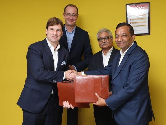 636585446250479525-Ford-Mahindra-MoU-Signing-Picture.JPG
