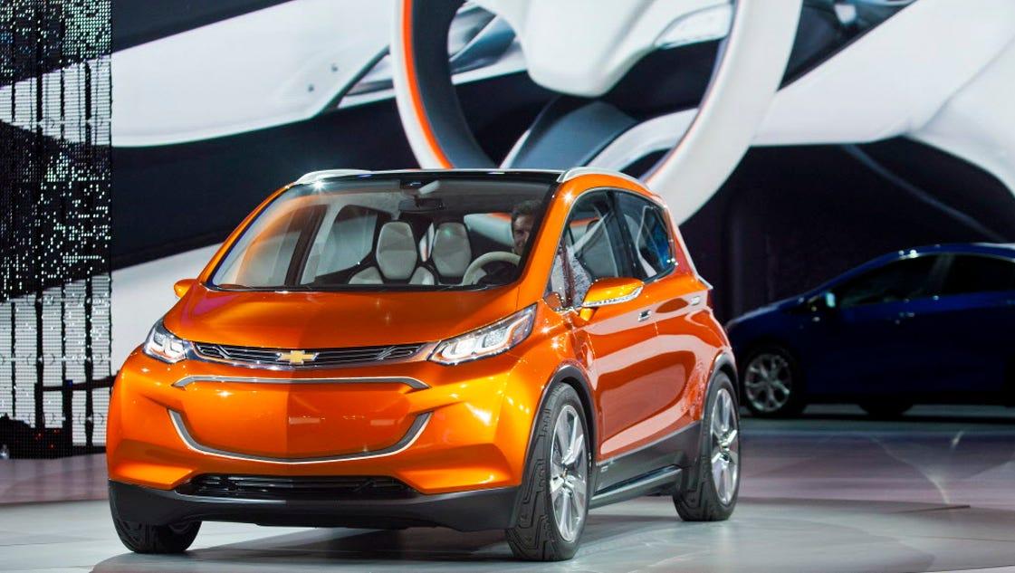 Gm sees electric future but trucks drive profits now for General motors suvs 2015