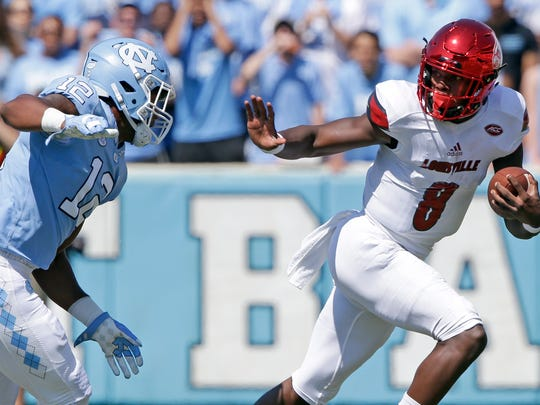 Louisville quarterback Lamar Jackson (8) runs the ball