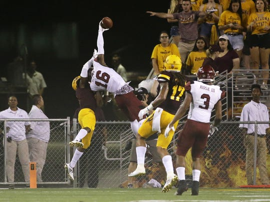 New Mexico State (16) wide receiver Jaleel Scott makes a touchdown catch against Arizona State (5) Kobe Williams at Sun Devil Stadium on Thursday, August 31, 2017 in Tempe, Ariz.