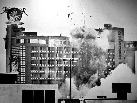 1980 When authorities were unable to disarm a bomb found in Harvey's Hotel Casino, thousands of pounds of sandbags were placed around the device before it was detonated. file photo published cutline 1980 Reno Gazette-Journal file When authorities were unable to disarm a bomb found in Harvey's Hotel-Casino, thousands of pounds of sandbags were placed around the device before it was detonated.