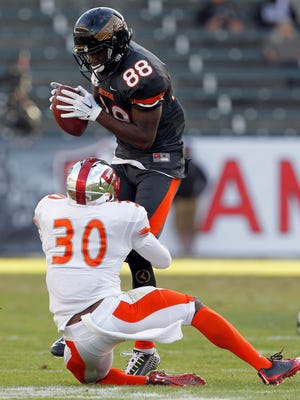 National team wide receiver Mike Thomas (88), of Southern Miss, catches a pass against American team cornerback Prince Charles Iworah (30), of Western Kentucky, during the first half of the NFLPA Collegiate Bowl football game in Carson, Calif., Saturday.