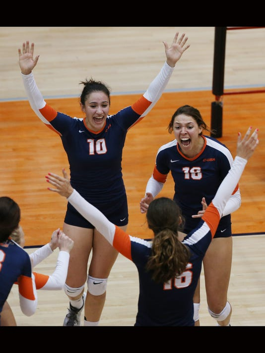 636140544920423142-UTEP-FAU-Volleyball-2.jpg