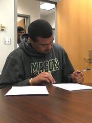 Waynesboro Jaylen Simmons signs his letter of intent