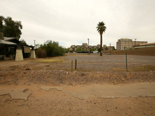 In 2006, Phoenix used eminent domain to seize two gravel lots and an office building near the Willo Historic District. The gravel lots have yet to be developed.