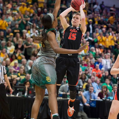 Former OSU guard Jamie Weisner shoots a jumper in the Beavers win over Baylor on March 28, 2016.