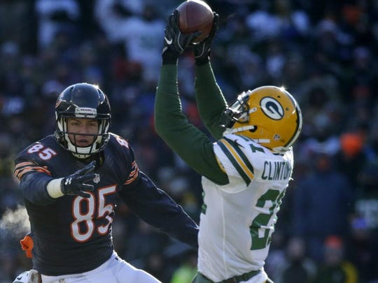 Packers safety Ha Ha Clinton-Dix intercepts a pass intended for Bears tight end Daniel Brown.