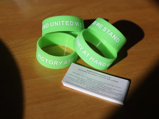 Redding resident Steve Schmidt is pushing the green bands in an effort to make the community safer by identifying those willing to lend a hand if they spot someone in trouble.