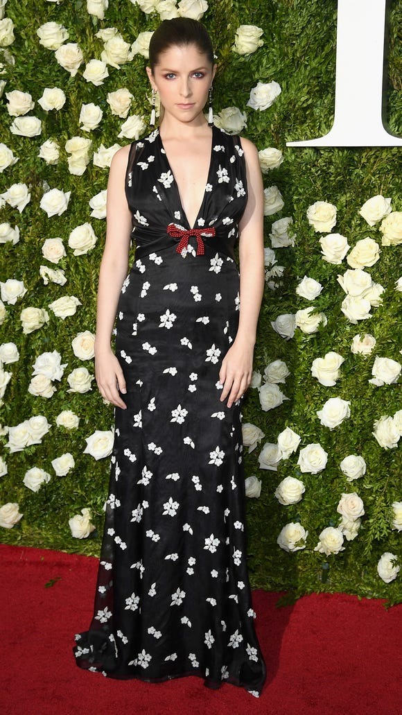 Anna Kendrick went with romantic dark florals.