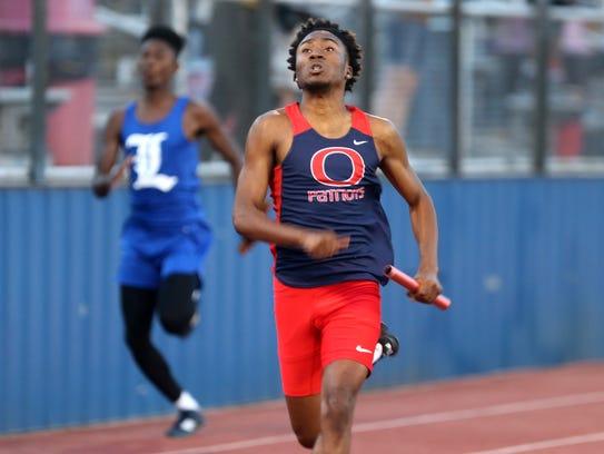 Oakland's Keyvion Brown runs the final leg of the 4x100-meter