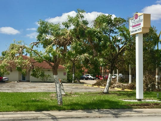 Floridian Gardens Assisted Living Facility, owned by the doctor who owns the nursing home where eight patients died this week, faced a state ban this year blocking new patients because of health and safety violations.