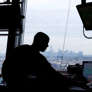 Cost, noise debated in privatizing air-traffic control