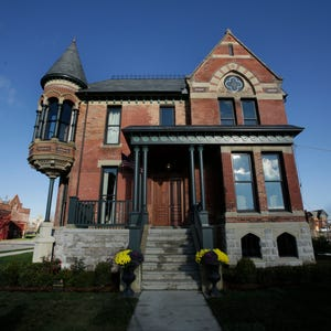 39 this old house 39 will feature rehab of detroit home for Features of old houses