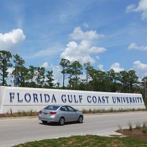 florida gulf coast university welcome sign