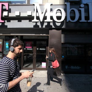 T-Mobile goes after Verizon with free Galaxy deal