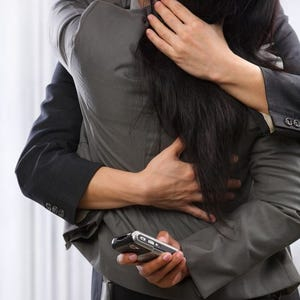 online dating doesnt work anymore To insert or change your battery, use the battery door tool to unlock and open the   as the plastic zip tracker is not meant to be worn in direct contact with the skin   syncing to mobile devices requires bluetooth and internet connection syncs.