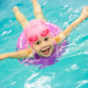 Girl 6 dies from pool accident at beverly hills birthday - Beverly hills public swimming pool ...