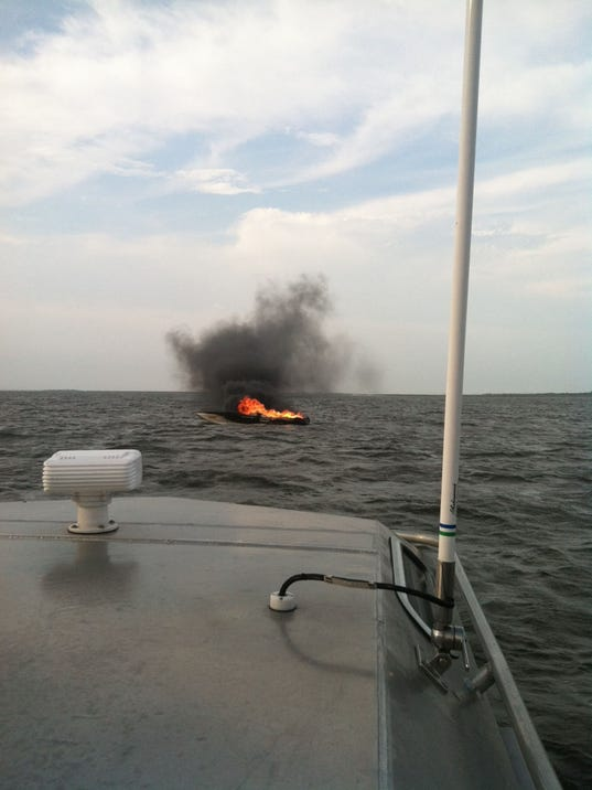 -boatfire.jpg_20140404.jpg