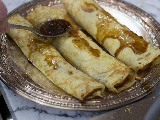 Food KitchenWise Bananas foster Crepes (3)
