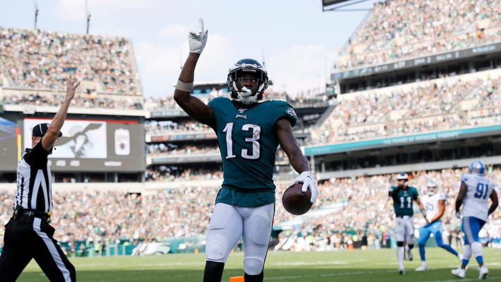 Agholor invites hero who criticized him to a game