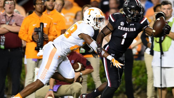 South Carolina wide receiver Deebo Samuel makes a catch in front of Tennessee defensive back Baylen Buchanan during the first half at Williams-Brice Stadium on Saturday.