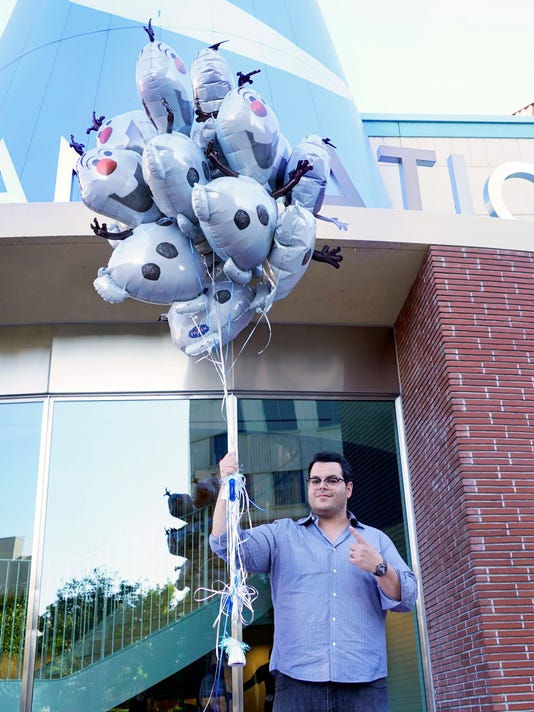 Josh Gad balloons