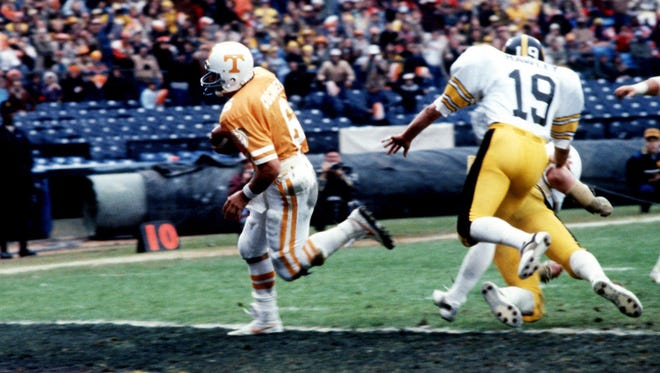 Tennessee quarterback Alan Cockrell runs into the end zone on a 10-yard keeper in the first quarter of the 1982 Peach Bowl.