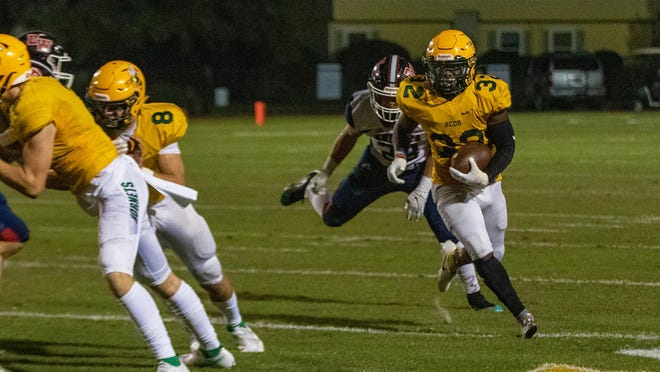 Savannah Country's Day's Davion Smith (32) runs with the ball for a first down setting up a 3-yard touchdown against Deerfield-Windsor on Oct. 16 at Savannah Country Day.