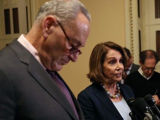 Demócratas Charles Schumer y Nancy Pelosi.