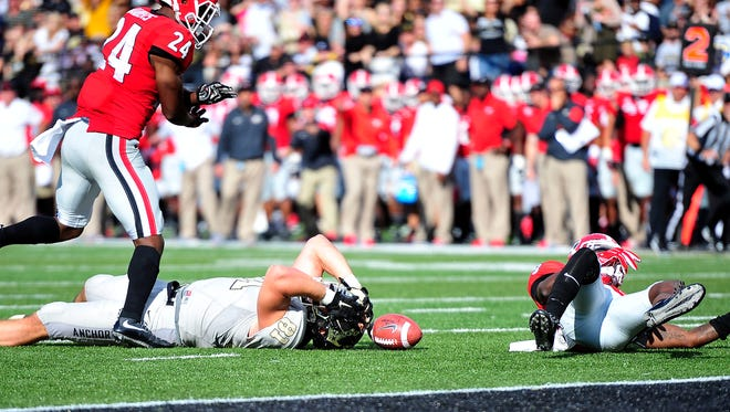 Vanderbilt tight end Steven Scheu (81) reacts after he can't hold on to the ball against Georgia cornerback Reggie Wilkerson (9) and safety Dominick Sanders (24) Saturday.