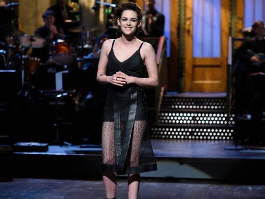 Kristen Stewart had her first hosting gig on 'Saturday