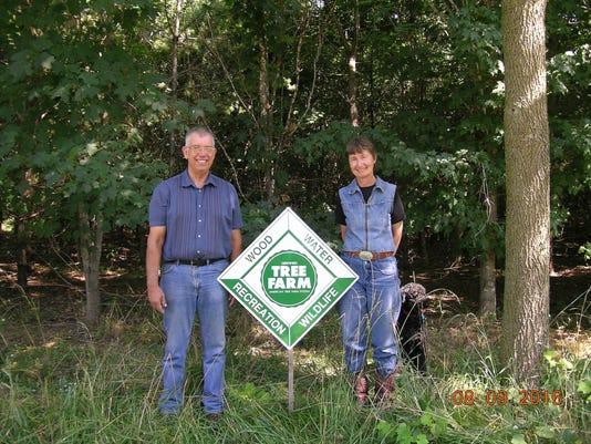 636150035874559588-Tree-farmers.jpg