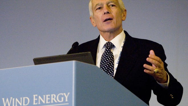 Gen. Wesley Clark delivers a keynote address during the American Wind Energy Association 2008 Fall Symposium in Palm Desert.