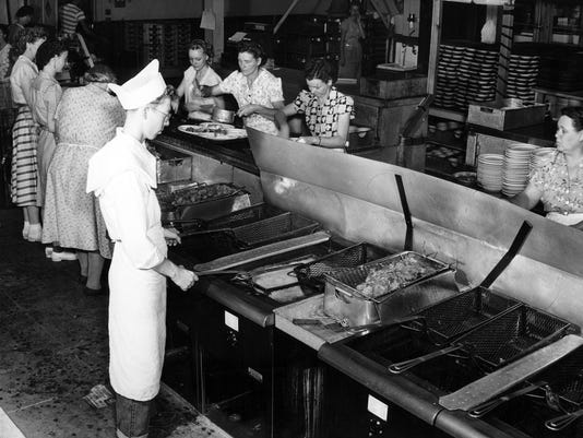 636638104919410382-Vintage-CDR---frying-chicken-ca-1940s.jpg