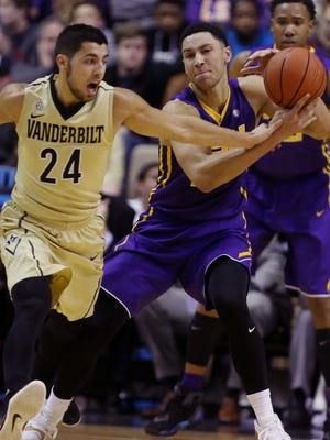 Nolan Cressler (24) of Vanderbilt attempts to steal the ball from LSU's Ben Simmons (25), who had 36 points on Jan. 2, 2016.