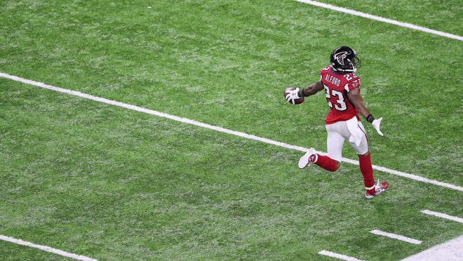 epa05773894 Atlanta Falcons cornerback Robert Alford celebrates as he runs back an interception for a touchdown in the second quarter of Super Bowl LI at NRG Stadium in Houston, Texas, USA, 05 February 2017. The AFC Champion Patriots play the NFC Champion Atlanta Falcons in the National Football League's annual championship game.  EPA/ANDREW GOMBERT ORG XMIT: MCX105