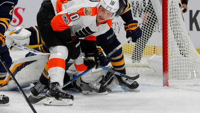 Brayden Schenn scored the Flyers' lone goal in a 4-1 loss to the Buffalo Sabres.