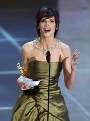 Hilary Swank holds her Oscar for best actress at the