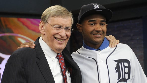 MLB commissioner Bud Selig, left, poses with outfielder