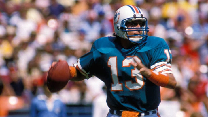 Dan Marino re-signs with Dolphins in order to officially retire