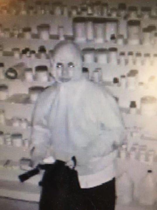636522377316743045-Salinas-pharmacy-robbery.JPG