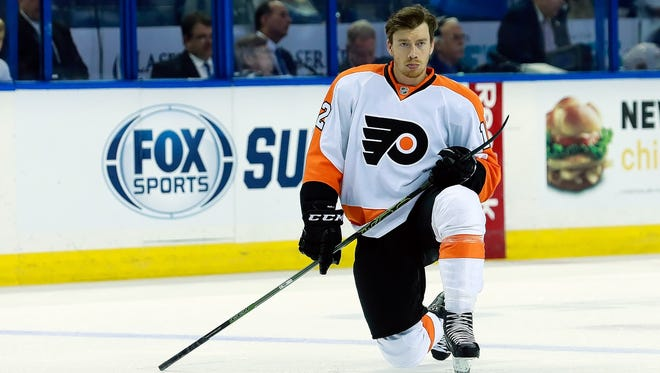 Michael Raffl joins the show to talk about his older brother Thomas and how he loosens up the team with humor.