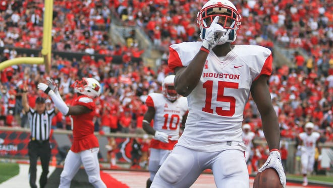 Houston's Linell Bonner shushed the crowd with this fourth quarter touchdown over Louisville Saturday afternoon at Papa John's Cardinal Stadium. The Cougars beat the Cards 34-31. Sept. 12, 2015