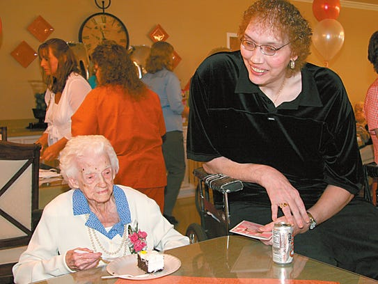 ** FILE ** In this April 20, 2007 file photo, Edna Parker, 114, left, the oldest living American, enjoys a slice of carrot cake as 7 feet, 7 inches tall Sandy Allen, the world's tallest woman smiles during Parker's birthday party, at the Heritage House Convalescent Center in Shelbyville, Ind. Allen died early Wednesday Aug. 13, 2008 at the nursing home in Shelbyville. She was 53. (AP Photo/The Shelbyville News, Dayla Thurston, File)