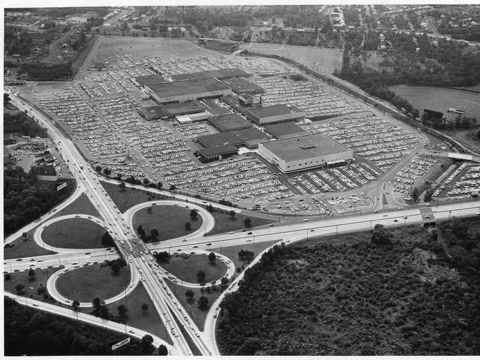 1962: Garden State Plaza from above.