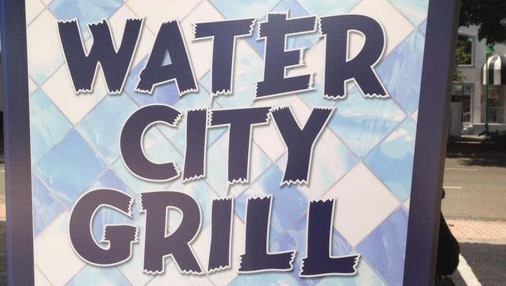 Water City Grill has closed on Cape Coral Parkway.